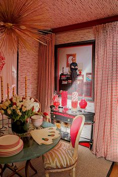 Rooms with a View 2016 - Quintessence Albert Hadley, Stage Design, Great Rooms, Table Settings, Savage, Living Room, House Styles, Maximalism, Breakfast Nooks