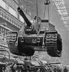 Soviet tank destroyer in the factory at Chelyabinsk, Russia Tank Armor, Tank Destroyer, Armored Fighting Vehicle, Military Pictures, Ww2 Tanks, Battle Tank, World Of Tanks, Red Army, Panzer