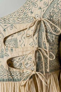 A detail of the Angola smock top: Sashiko tratment Kurta Designs, Blouse Designs, Textiles, Fabric Manipulation, Refashion, Fashion Details, Fashion Tips, Dressmaking, Wearable Art