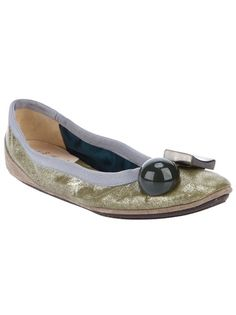Perfect! Gold-tone metallic leather Becky ballet pump from Dove Nuotano Gli Squali featuring a round toe with a circular detail and a metallic square detail, a rubber sole and a grey suede trim.