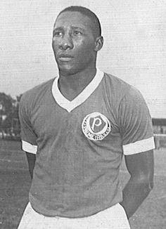 8° - Djalma Santos - 501 jogos entre 1959 e 1968