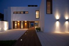Image 5 of 27 from gallery of House in Menorca / Dom Arquitectura. Photograph by Dom Arquitectura Modern Exterior Lighting, Contemporary Outdoor Lighting, Exterior Light Fixtures, Design Exterior, Exterior House Colors, Villa, Contemporary Summer Houses, Outdoor Walls, Decoration