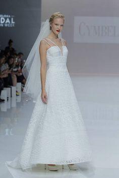 Cymbeline 2019. Naeem Khan, Monique Lhuillier, White Wedding Gowns, Wedding Day, Paris Mode, Barcelona, Maggie Sottero, Bridal Fashion Week, Couture
