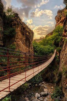 Puente sobre el río Monachil. Granada Canyon Bridge, Spain Foto de Víctor Peña en Flickr