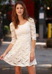 Vestidinho branco de renda que eu adorei! Veja essa e outros Vestidos Brancos aqui.