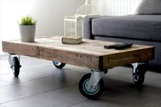recycled-pallet-coffee-table-with-wheels