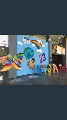 Class Door Decorations, Class Decoration, Preschool Decor, Art Cart, Kindergarten Graduation, Art Lessons For Kids, School Projects, Classroom Decor, Party Themes