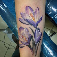 Fancy crocuses #eternalink #medtatt #tattoo #flowertattoo #flower #michigantattooers…