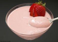Crema de fresas y yogur - MisThermorecetas.com Food N, Food And Drink, Crema Recipe, Sin Gluten, Mexican Food Recipes, Mexican Desserts, Cupcake Cakes, Cupcakes, Mousse