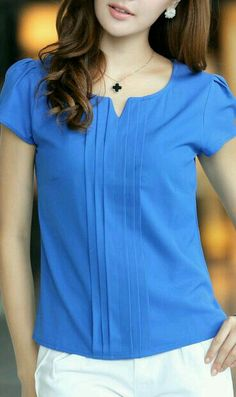 Sapphire Blue Chiffon Blouse 5028 Blue Source bySapphire blue chiffon blouse with pleats in the frontFashionable V-Neck Sleeveless Printed Chiffon Blouse For WomenI LOVE this style of this blouse! In pink, please!SUCH a gorgeous color! Blouse Patterns, Blouse Designs, Stylish Dresses, Fashion Dresses, Work Attire, Blouse Styles, Chiffon Tops, Casual Outfits, Clothes For Women