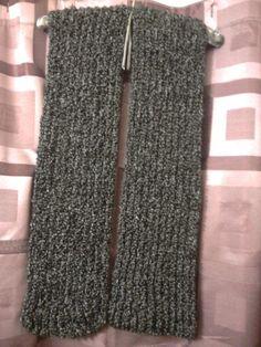 Gray scarf in ribbing stitch