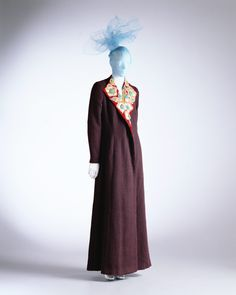 Coat Elsa Schiaparelli, Wine-red plain wool, collar of velvet appliqués with gold leather and beads. Embroidery design were manufactured by Lesage. The Kyoto Costume Institute 1930s Fashion, Paris Fashion, Vintage Fashion, Women's Fashion, Elsa Schiaparelli, Lesage, Italian Fashion Designers, Costume Institute, Fashion History