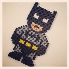 Batman Hama Bügelperlen. Perfekt für den Kindergeburtstag. Kann man schön gemeinsam basteln, gleich benutzen und als Giveaway verschenken.