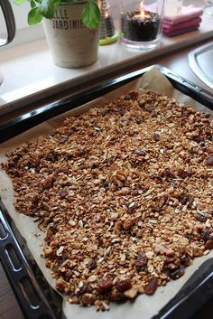 Homemade cereal mix easy and quick The post Granola á la Jamie Oliver Low Carb Granola, Granola Muesli, Homemade Cereal, Homemade Muesli, Easy Cake Recipes, Raw Food Recipes, Freezer Recipes, Oats Recipes, Snacks Recipes