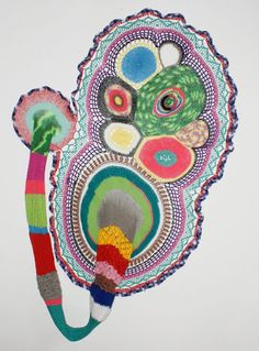 Carolina Ponte  Sem Título  2010  Escultura de crochê  190 x 125 x 30 cm