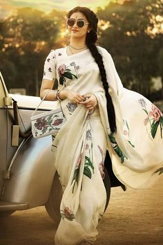Keerthy Suresh in Saree In Mahanati Movie Beautiful Saree, Beautiful Indian Actress, Indian Dresses, Indian Outfits, Floral Print Sarees, Stylish Sarees, Saree Look, Elegant Saree, Whatsapp Messenger