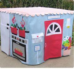 A todos los niños les encanta la idea de jugar en el interior de casas de plástico, pero algunas veces comprar esas bellas casas es realment...