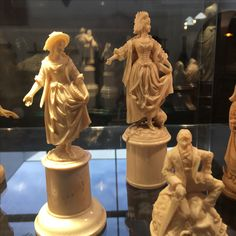 Gorgeous, excellent and higly prized  ivory european statue - ca 1870- dieppe high school of carving - call Danilo +39 335 6815268