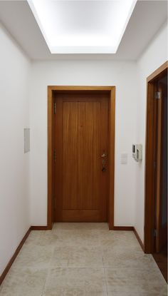 • ARCOZELO APARTMENT • apartment interior refurbishment • hallway | Portohistórica Construções S.A.