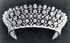 Image from a Russian wedding magazine article on Boucheron (http://www.wedding-magazine.ru/mode/jeweller/23619/) claiming this is an 'imperial' tiara. Mention in the text of Alix wearing Boucheron, but *not specifically* this tiara - which I don't recognise. Attributions to Alix probably the usual romanticism.