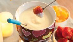 Aprenda a fazer uma receita de Fondue de Chocolate Branco.