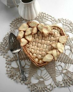 71 Likes, 15 Comments – Memories in the Baking ( on Instagr… 71 Likes, 15 Comments – Memories in the … Shaker Lemon Pie, Beautiful Pie Crusts, Pie Crust Designs, Just Pies, Pie Decoration, Pies Art, Pie Tops, Sweet Pie, No Bake Pies