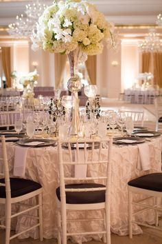 Gorgeous Black and White Wedding Table Idea