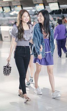 171127 #BlackPink #Jisoo #Jennie at Suvarnabhumi Airport #Bangkok #Thailand