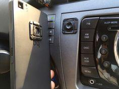 Hoy os contamos cómo enganchar el móvil al salpicadero del coche de una manera muy sencilla. Sin aparatosos kits, sin ventosas, sin trastos que nos molesten... ¡Y en menos de 5 minutos! #DIY #DoItYourself #Car