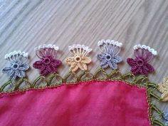 TIĞ İŞLERİ ÖRGÜLER: YENİ YEMENİ YAZMA TÜLBENT OYA ÖRNEKLERİ Crochet Baby Boots, Knit Crochet, Saree Tassels, Romanian Lace, White Eyeliner, Crochet Borders, Needle Lace, Crochet Videos, Crochet Designs
