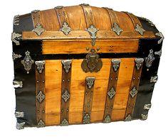 Antique Steamer Trunk Saratoga Camelback trunk for sale 309125