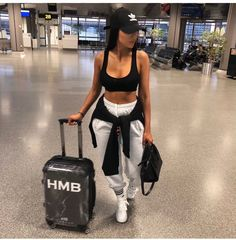 When Burger King is life & you nearly miss your flight 🤪 Top & joggers 💛 Source by outfits indian Cute Comfy Outfits, Chill Outfits, Sporty Outfits, Swag Outfits, Mode Outfits, Stylish Outfits, Summer Outfits, Fashion Outfits, Comfy Travel Outfit