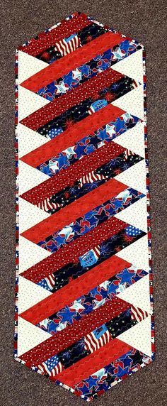 Sewing table runners jelly rolls 59 Ideas for 2019 Patchwork Table Runner, Table Runner And Placemats, Quilted Table Runners, Quilted Table Runner Patterns, Modern Placemats, Patchwork Quilting, Jellyroll Quilts, Small Quilts, Mini Quilts