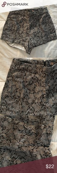 SUPER CUTE HIGHWAISTED SHORTS Soft silky material, zipper in back, perfect condition Forever 21 Shorts