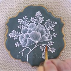 Vintage embroidery cookie #icing #sugarart #royalicing #royalicingcookies #icingsugar #sugarart #ici...