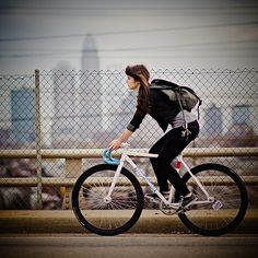 Cute fixed-gear girl in Taiwan.