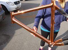 Métallisation sous vide (chrome PVD) cuivre sur cadre de vélo carbone, hauban…