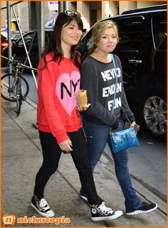 miranda cosgrove i carly filming on streets of new york city  | Miranda Cosgrove Jennette McCurdy iCarly