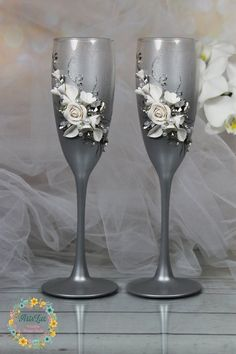 Crystals White Roses Wedding champagne glasses-Shining Wedding floral toast flutes with rhinestones-Sparkly wedding favor-Wedding gift Wedding Wine Glasses, Wedding Champagne Flutes, Champagne Glasses, Champagne Bottles, White Roses Wedding, Rose Wedding, Wedding Sets, Sparkly Wedding Favors, Rhinestone Wedding