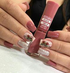 Rosa açaí - Dailus. B Latest Nail Designs, Fall Nail Art Designs, Colorful Nail Designs, Acrylic Nail Designs, Acrylic Nails, Gold Glitter Nails, Red Nails, Hair And Nails, Fancy Nails