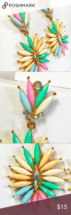 💐Dangle/Drop Earrings with Spring Colors💐 These earrings definitely make a beautiful statement! Spring inspired drop/Dangle earrings are perfect for bringing in this bright season. Gold tone with a mix of bright pastel colors! 💐.....⭐️Make me an offer!⭐️ Jewelry Earrings