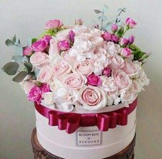 Rectangular Shape of Flower Box. Various Shapes of Flower Boxes Customization From Professional Packaging Factroy. Arrangements Ikebana, Floral Arrangements, Deco Floral, Arte Floral, Box Roses, Pink Roses, Pink Flowers, Flowers For You, Pretty Flowers