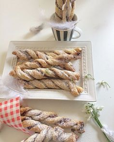 Puff pastry snacks filled with Nutella- Blätterteig-Snacks mit Nutella gefüllt Puff pastry snacks filled with Nutella - Nutella Snacks, Nutella Recipes, Coconut Recipes, Easy Smoothie Recipes, Easy Smoothies, Snack Recipes, Oreo, Coconut Smoothie, Chocolate Swirl