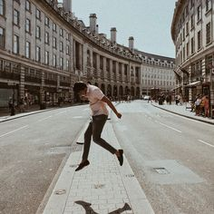 Creative fashion photography // London - Oxford street, Piccadilly Circus Circus Photography, London Photography, Street Photography, Creative Fashion Photography, London Films, Piccadilly Circus, Oxford Street, Model, Travel
