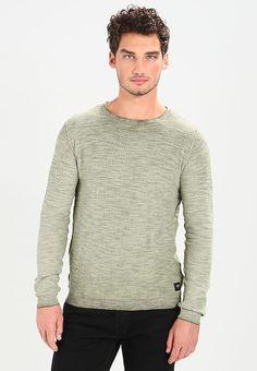Kleding Solid KARLI - Trui - olive Olijf: € 39,95 Bij Zalando (op 23-9-17). Gratis bezorging & retour, snelle levering en veilig betalen! Stylish Mens Outfits, Stylish Clothes, Men Sweater, Pullover, Sweaters, Fashion, Moda, Fashion Styles, Men's Knits