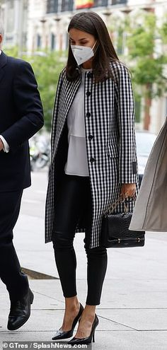 Spring Work Outfits, Mom Outfits, Fashion Outfits, Leather Jacket Outfits, Leather Leggings, Style Icons Inspiration, New York Socialites, Queen Outfit, Estilo Real