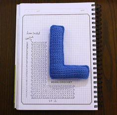 Alfabeto crochet - L Crochet Diy, Crochet Amigurumi, Crochet Home, Crochet Motif, Crochet For Kids, Crochet Crafts, Crochet Flowers, Crochet Stitches, Crochet Projects