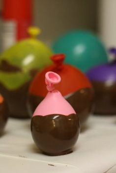 la prochaine fois: what goes into making chocolate bowls- Hilarious tutorial of exploding balloons and what can go wrong!