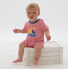 This cute short sleeved romper, from British designers Kite, has a cute sailboat on the front. Organic Baby Clothes, Unisex Baby Clothes, Cute Baby Clothes, Baby Girl Fashion, Kids Fashion, British Designers, Gender Neutral Baby Clothes, Baby Boy Romper, Colourful Outfits