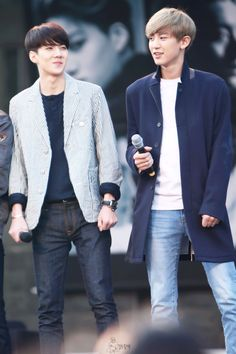 Sehun + Chanyeol。I feel like they switched hairstyles. They still look good tho.